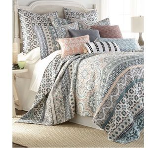 Other - Luxury King Quilt Set